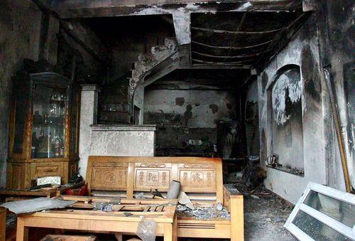 Hiện trường vụ hỏa hoạn ở Hà Nội khiến 4 người trong gia đình thiệt mạng - Ảnh 1