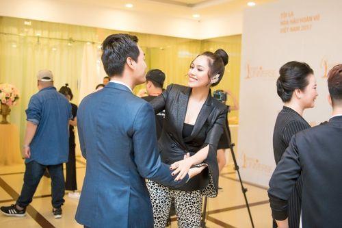 Phan Anh nói gì khi được hỏi: Vì sao MC lại chấm thi Hoa hậu? - Ảnh 4