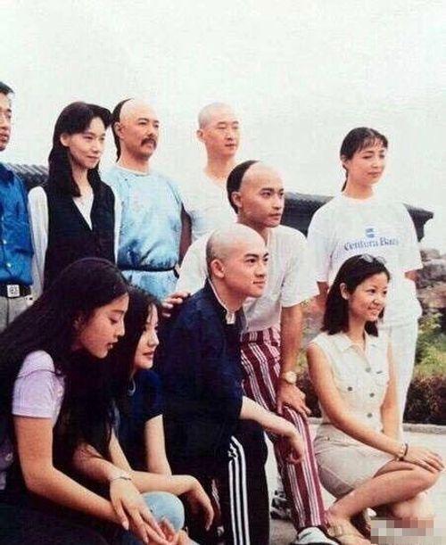 Mặc mọi scandal cãi vã, hình ảnh đẹp của Hoàn Châu Cách Cách còn mãi trong lòng khán giả - Ảnh 33