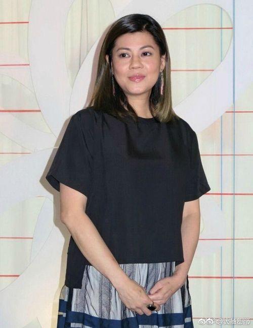 """""""Thánh cô"""" TVB: Lăn lộn diễn xuất 17 năm chỉ được 1 vai diễn để đời và cuộc sống điêu tàn bệnh tật tuổi 52 - Ảnh 11"""