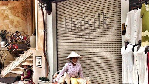 Thu giữ 2.792 sản phẩm mang nhãn hiệu Khaisilk có dấu hiệu vi phạm - Ảnh 1