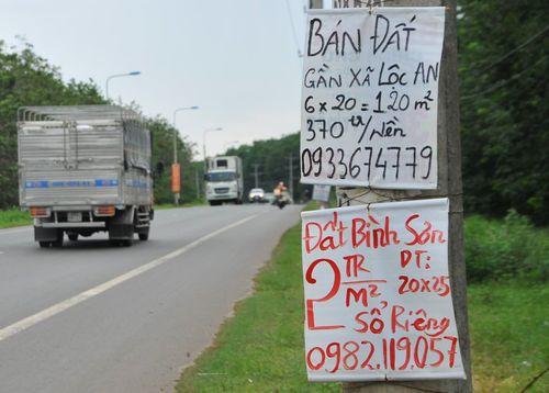 """Xung quanh sân bay Long Thành: Bán bánh mỳ, xe ôm cũng làm """"cò đất"""" - Ảnh 1"""