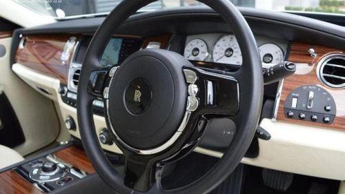 Rolls-Royce mạ vàng giá rẻ bất ngờ và chỉ nhận thanh toán bằng bitcoin - Ảnh 1