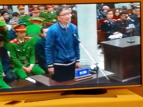 """Vụ xét xử ông Đinh La Thăng: """"Vẽ"""" hợp đồng khống lấy tiền tiêu Tết - Ảnh 1"""