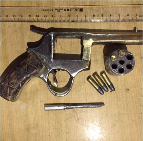 """Đột kích sào huyệt buôn bán ma túy, bắt """"ông trùm"""" sử dụng súng quân dụng - Ảnh 2"""