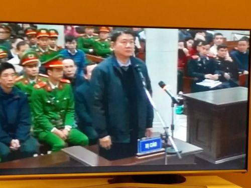 Phiên xử ông Đinh La Thăng và đồng phạm: Nhiều tình tiết bất ngờ - Ảnh 1