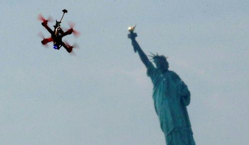 """Mối họa """"trên trời rơi xuống"""" của máy bay không người lái - Ảnh 1"""
