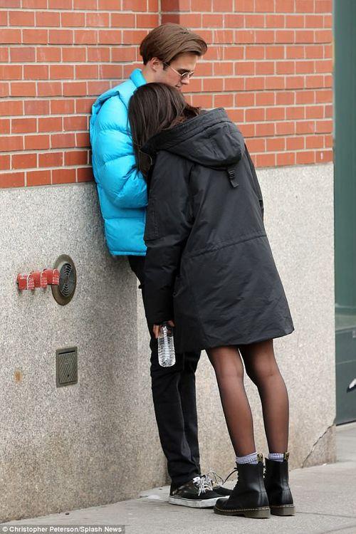 Con gái lớn nhà Obama tình tứ bên bạn trai trên đường phố New York - Ảnh 5