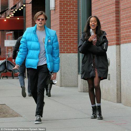Con gái lớn nhà Obama tình tứ bên bạn trai trên đường phố New York - Ảnh 6