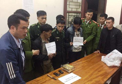 Bắt 2 người Lào vận chuyển ma túy đá qua cửa khẩu - Ảnh 1