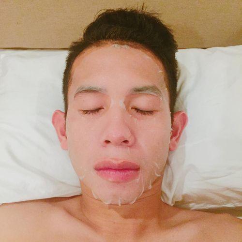 Tuyển thủ Hồng Duy của U23 Việt Nam thích đắp mặt nạ giấy và bán son trên instagram  - Ảnh 2