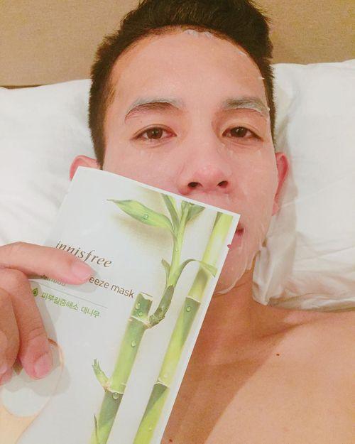 Tuyển thủ Hồng Duy của U23 Việt Nam thích đắp mặt nạ giấy và bán son trên instagram  - Ảnh 5