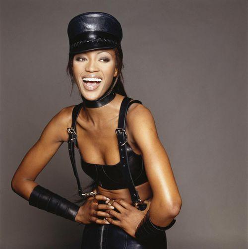 Siêu mẫu Naomi Campbell và bí quyết giữ dáng như gái dậy thì - Ảnh 2