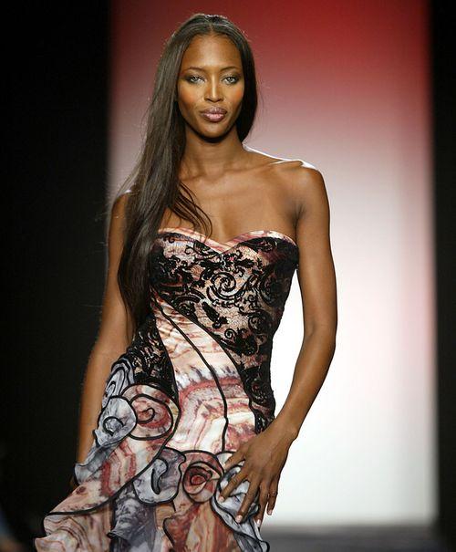 Siêu mẫu Naomi Campbell và bí quyết giữ dáng như gái dậy thì - Ảnh 10