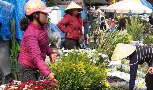 """Người bán hoa khóc ròng vì khách đợi 30 Tết mới… """"chơi"""" hoa - Ảnh 2"""