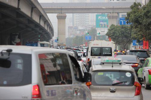 Ngày nghỉ Tết cuối cùng: Hà Nội ùn tắc kéo dài tại nhiều tuyến phố - Ảnh 4