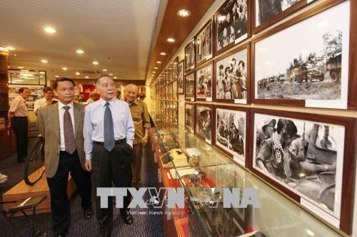 Những hình ảnh hoạt động của Nguyên Thủ tướng Chính phủ Phan Văn Khải - Ảnh 2