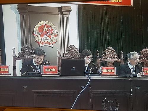 Xét xử bị cáo Đinh La Thăng: Luật sư đề nghị triệu tập thêm đương sự, HĐXX vào hội ý - Ảnh 1
