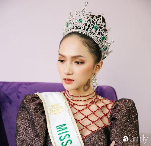 Hoa hậu Hương Giang: Lần đầu tiên sau 7 năm, bố mới dám đưa tôi về quê nội thắp hương - Ảnh 11