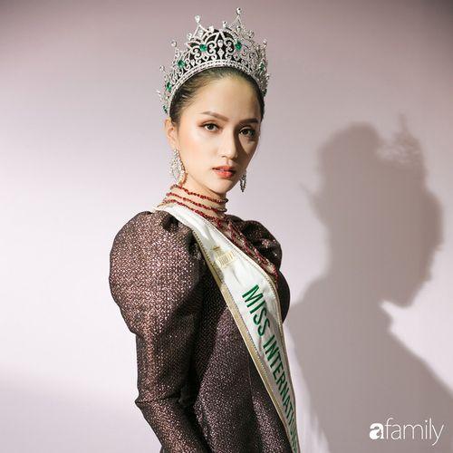 Hoa hậu Hương Giang: Lần đầu tiên sau 7 năm, bố mới dám đưa tôi về quê nội thắp hương - Ảnh 4
