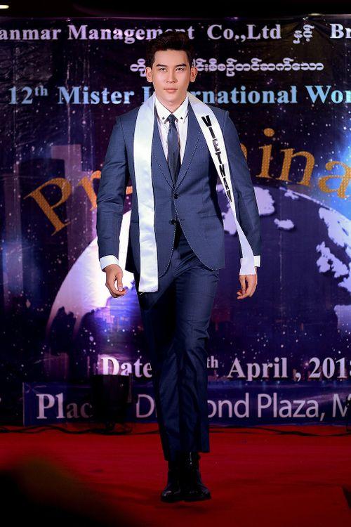 Đại diện Việt Nam đang dẫn đầu bình chọn tại Mr International 2018 - Ảnh 2