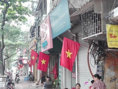 Hà Nội rực rỡ cờ hoa mừng ngày thống nhất đất nước - Ảnh 8