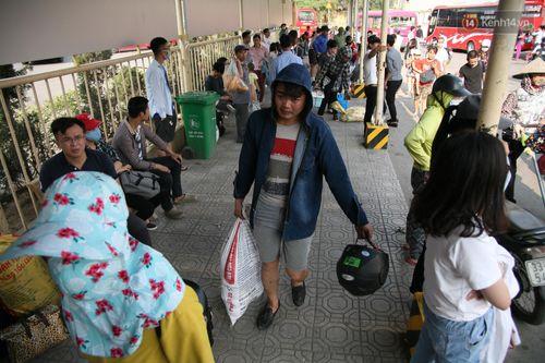 Chùm ảnh: Người dân hối hả trở lại Thủ đô sau nghỉ lễ - Ảnh 8