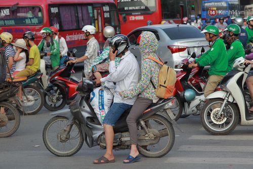 Chùm ảnh: Người dân hối hả trở lại Thủ đô sau nghỉ lễ - Ảnh 1
