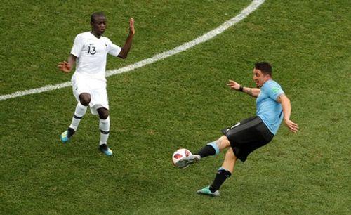 Ảnh: Thắng kịch tính Uruguay, Pháp vào tứ kết World Cup 2018 - Ảnh 12