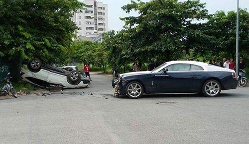Hy hữu cảnh xe Rolls-Royce Wraith triệu đô bị đâm nát đầu ở Hà Nội - Ảnh 1