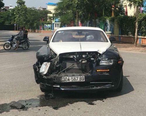 Hy hữu cảnh xe Rolls-Royce Wraith triệu đô bị đâm nát đầu ở Hà Nội - Ảnh 2