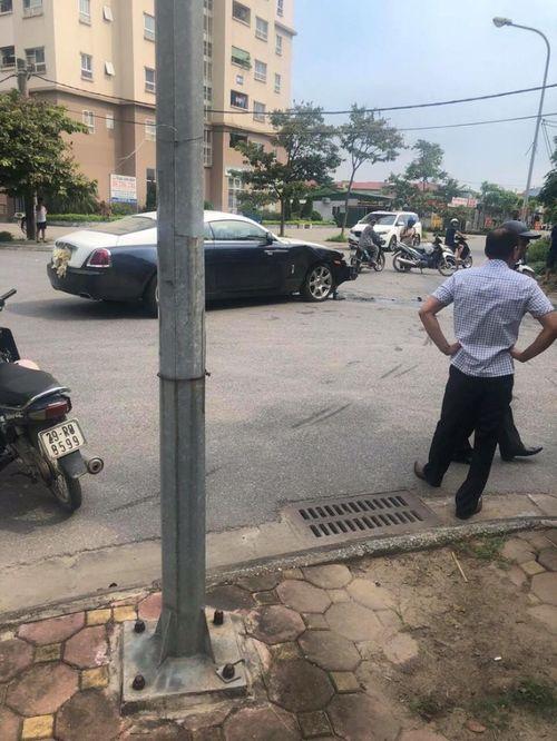 Hy hữu cảnh xe Rolls-Royce Wraith triệu đô bị đâm nát đầu ở Hà Nội - Ảnh 3