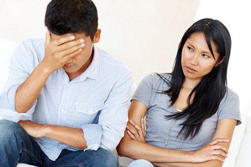 Làm sao khi chồng kiệm lời, không chịu chia sẻ với vợ? - Ảnh 1