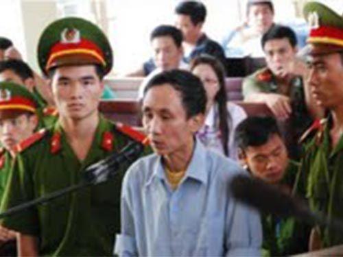 Vụ Hàn Đức Long: Điều tra viên dùng cờ - lê quật vào