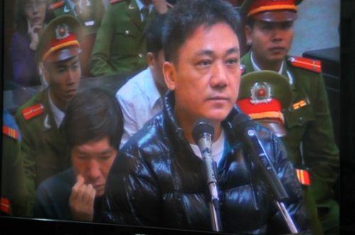 Những hình ảnh mới nhất phiên tòa xét xử Dương Tự Trọng - Ảnh 6