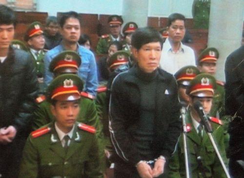 Toàn cảnh ngày đầu tiên xét xử Dương Tự Trọng - Ảnh 7