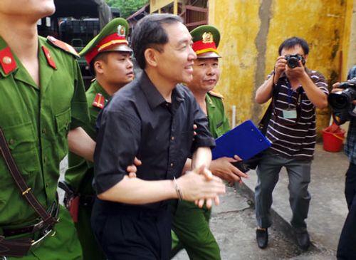 Phía sau công đường vụ xét xử Dương Tự Trọng  - Ảnh 3