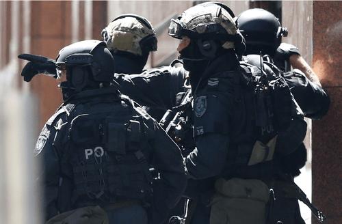Hiện trường vụ bắt cóc con tin náo loạn khu phố tại Sydney - Ảnh 1