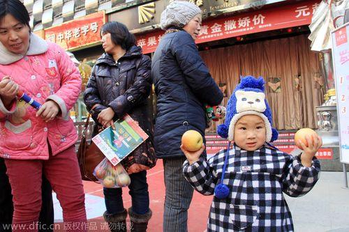 Chuyện lạ: Đổi hai quả táo được một… miếng vàng - Ảnh 5