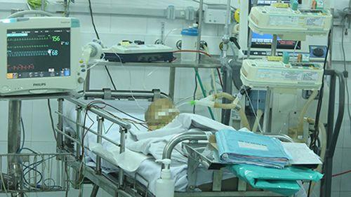 Một trẻ nghi bị mẹ tiêm thuốc diệt cỏ đã tử vong - Ảnh 1