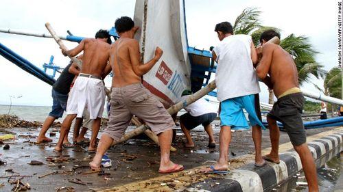 Chùm ảnh bão Hagupit đổ bộ vào Philippines - Ảnh 10