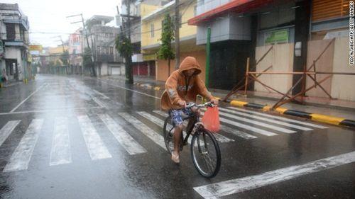 Chùm ảnh bão Hagupit đổ bộ vào Philippines - Ảnh 6
