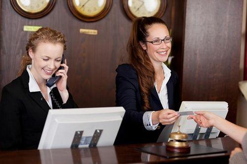 Những điều ít biết về nghề lễ tân khách sạn 5 sao - Ảnh 3