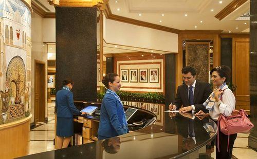 Những điều ít biết về nghề lễ tân khách sạn 5 sao - Ảnh 4