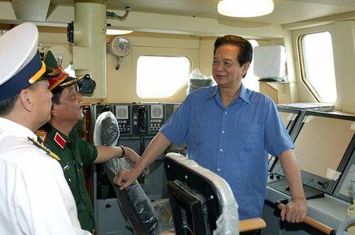 Thủ tướng Chính phủ kiểm tra tiến độ đóng tàu tên lửa  - Ảnh 1