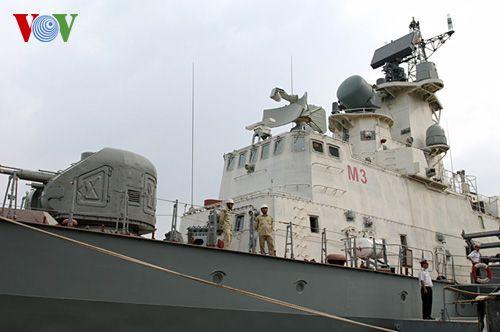 Thủ tướng Chính phủ kiểm tra tiến độ đóng tàu tên lửa  - Ảnh 2