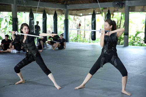 Cặp đôi hoàn hảo liveshow 6: Quế Vân - Minh Thư đu dây, múa kiếm - Ảnh 1