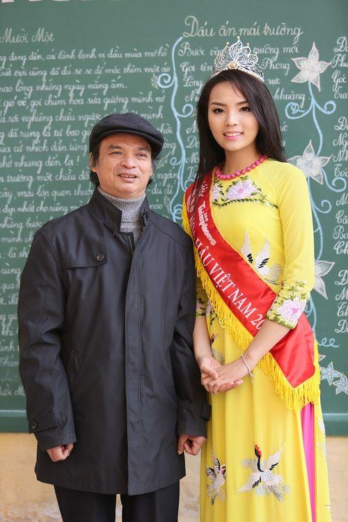 Hoa hậu Kỳ Duyên về thăm trường cũ ở Nam Định - Ảnh 9