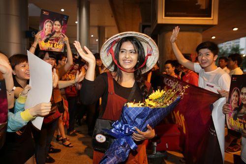 """Cô dâu 8 tuổi """"nghẹt thở"""" trong vòng vây fans Việt - Ảnh 6"""