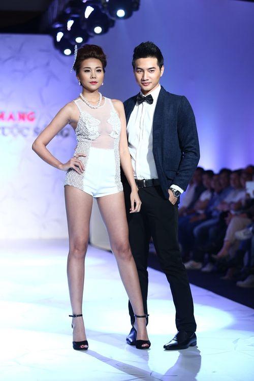 Thanh Hằng đeo trang sức 1,4 tỷ diễn thời trang - Ảnh 7